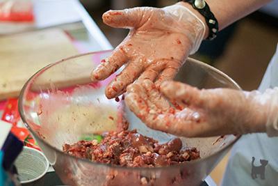 Rohfleischmahlzeiten mischen